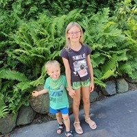 FAMILY WITH 2 KIDS LOOKING FOR AU-PAIR